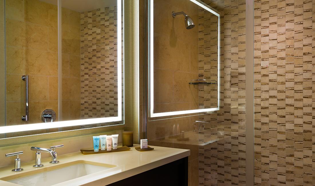 Chumash Hotel Standard Bathroom